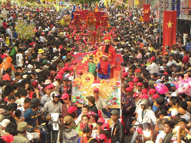 Spring in Vietnam is the season of festivals 10
