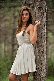 Foto Artis Turki Cantik Hande Ercel