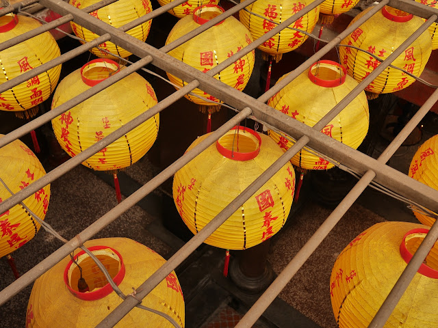 Chinese lanterns viewed from above at the Shilin Shennong Temple (士林神農宮) in Taipei, Taiwan