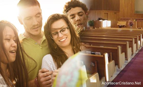 Jóvenes cristianos universitarios abandonan la iglesia