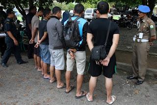 Razia Celana Pendek di Aceh
