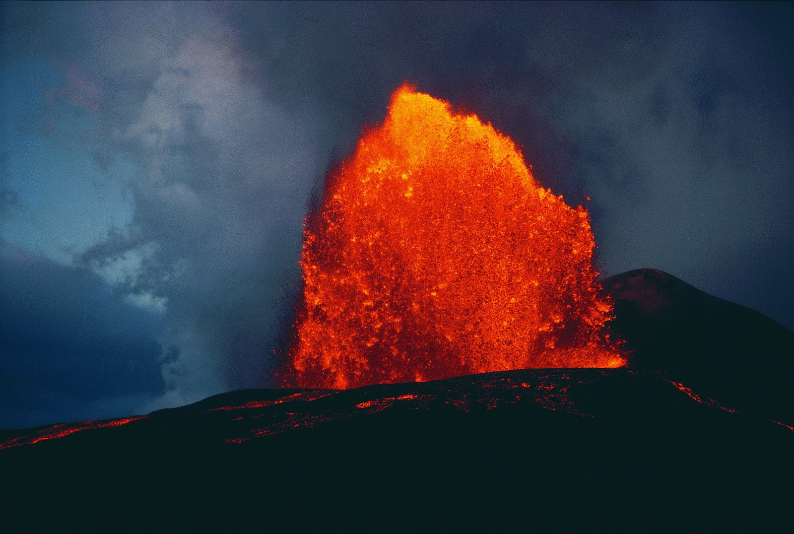 wallpaper hd volcano eruption - photo #17