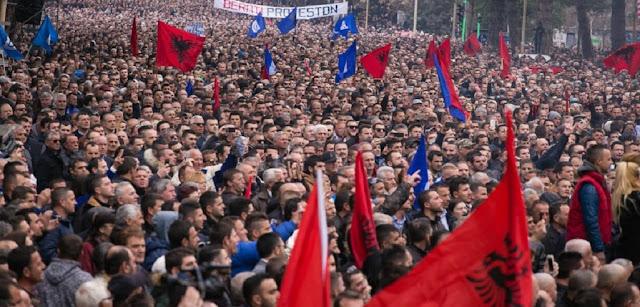 """Οι Αλβανοί πήραν στα σοβαρά την ίδρυση της """"Μεγάλης Αλβανίας"""""""