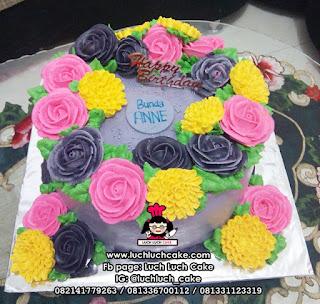 Kue Tart Bunga-Bunga Cantik