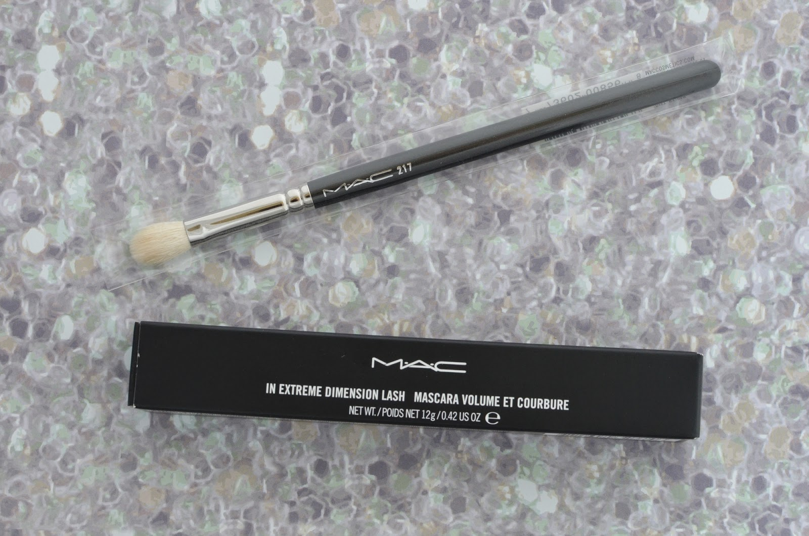 MAC haul 217 in extreme dimension lash mascara brush