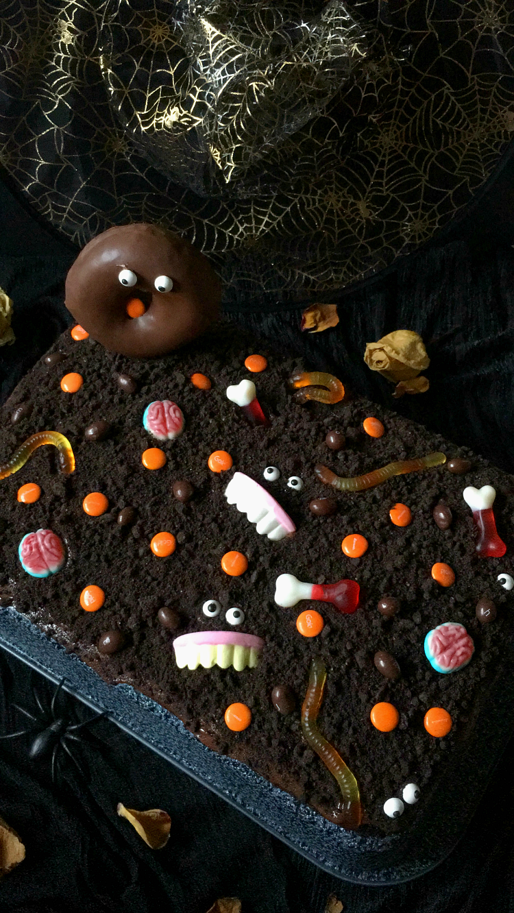 CHOCOLATE-HALLOWEEN-CAKE