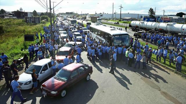 Brasileños bloquean las carreteras en apoyo a Lula da Silva