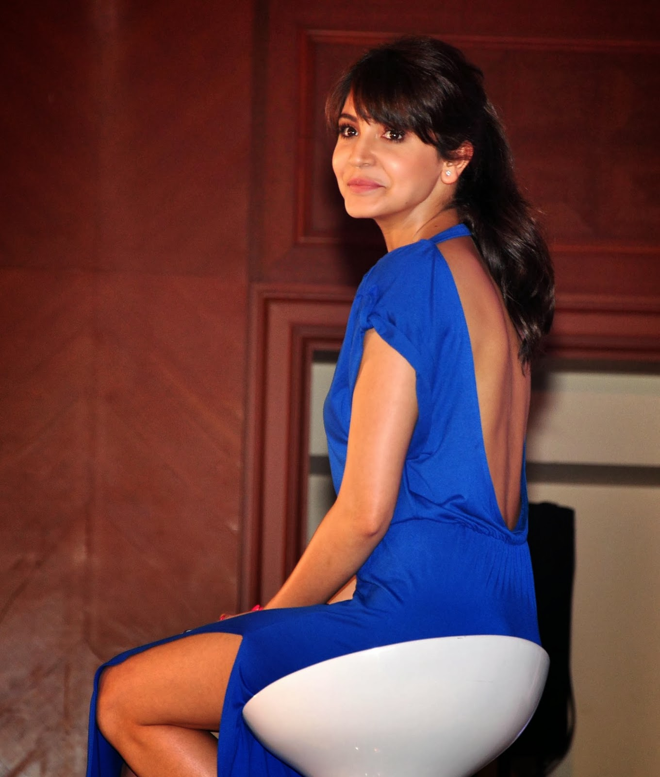 Bollywood Actress Anushka Sharma Sizzling Beautiful Back Show In Blue Dress