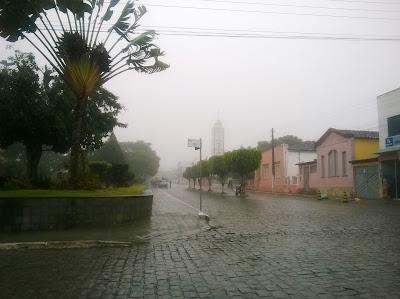 Resultado de imagem para chuva em Itiruçu