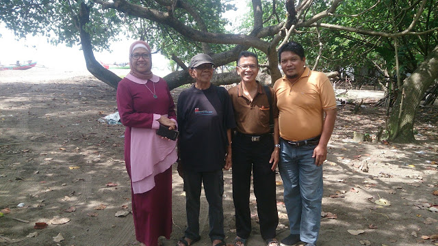 Panitia peringatan '82 Tahun Penyair Rusli Marzuki Saria' seusai rapat di Pasia Muaro Gantiang, Parupuak, Tabing, Minggu (31/12/17). (Dok. Muhammad Fadhli)