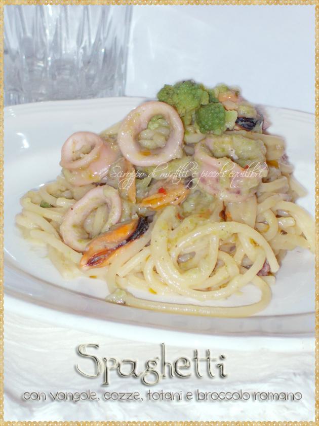 Spaghetti con vongole, cozze, totani e broccolo romano