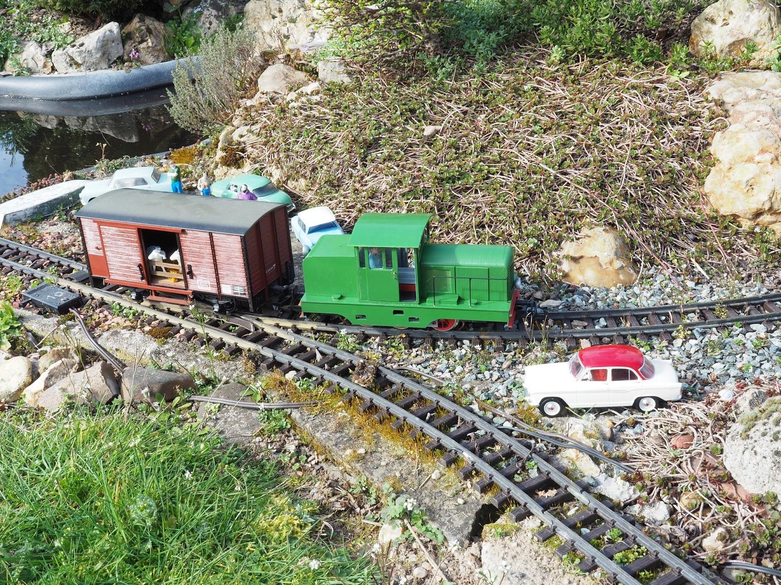 Le train de jardin en iim locotracteur cfd type doubs for Jardin ferroviaire
