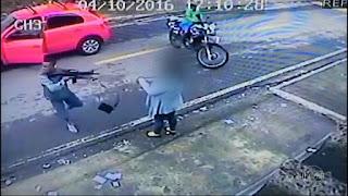 Imagens mostram assalto com fuzil em plena luz do dia em Nilópolis, RJ