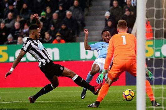 """Video Newcastle - Man City: """"Gà son"""" ra chân quý hơn vàng"""