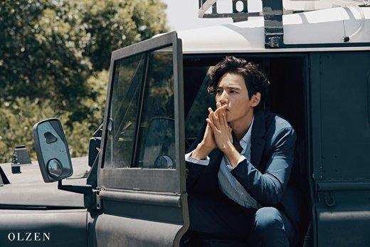 Won Bin yeni fotoğraf çekiminde yakışıklılığıyla büyüledi