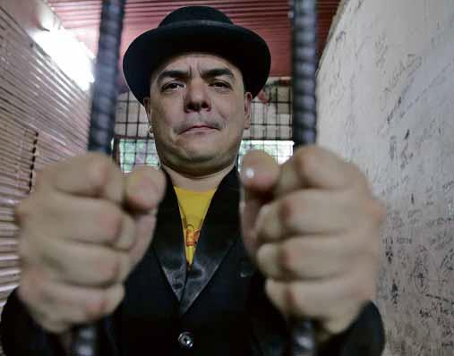 Overcoming Absurdity . . .: Activist Carlos Celdran Sentenced Behind Bars for 'Damaso' Act