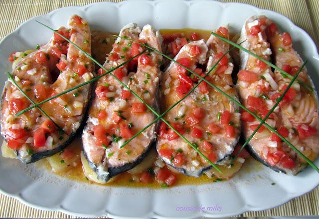 Salmón al microondas con vinagreta de tomate