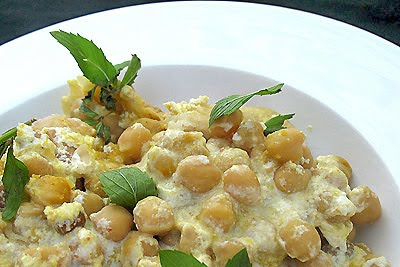 Chickpeas with Toasted Pita Breads and Yogurt (Fatteh)