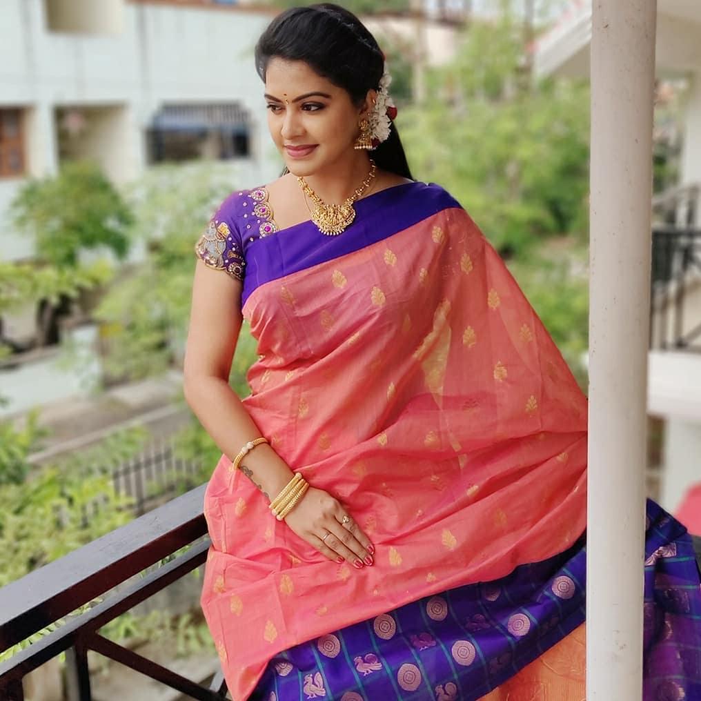 Serial Actress Rachitha Dinesh Beautiful Gorgeous Saree Pics