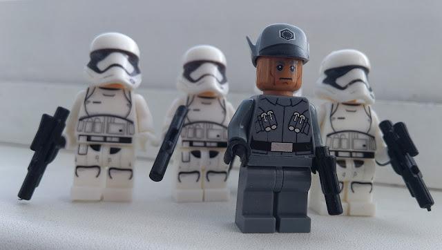 Офицер и штурмовики Первого ордена, фигурки лего Звездные войны купить