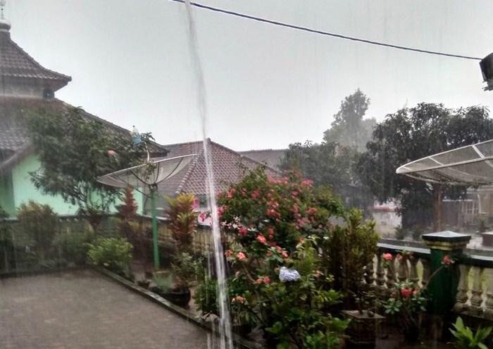 Hujan Disertai Angin dan Petir Untuk Wilayah Kecamatan Cikijing-Talaga