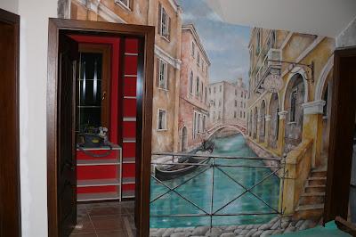 Artystyczne malowanie ściany, aranżacja przedpokoju poprzez malowanie obrazu na ścianie