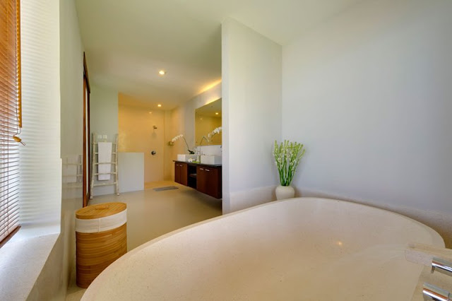 Picture of another modern bathroom in the cliff villa as seen from the bathtub