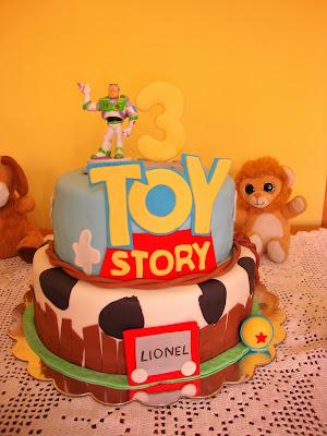 Tarta Toy Story de dos  pisos con fondant
