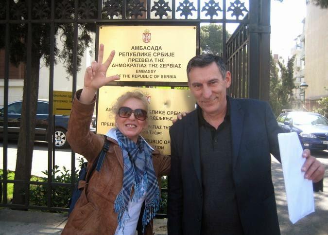 Ispred Ambasade Srbije u Grckoj