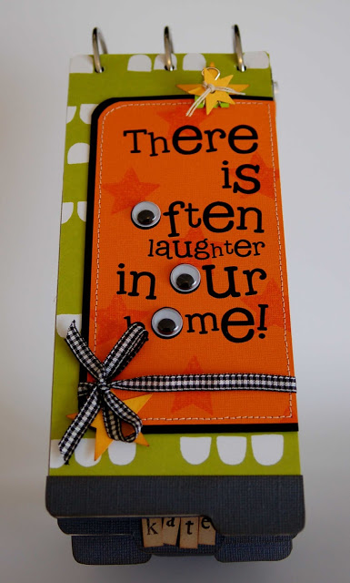 Halloween Mini album by Jen Gallacher from www.jengallacher.com. #halloween #scrapbooking #minialbum