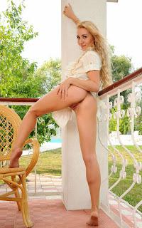 Naked brunnette - Isabella%2BD-S01-024.jpg