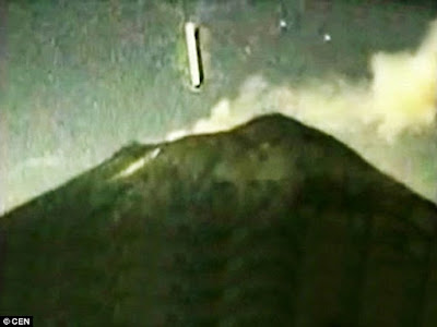 UFOs above a volcano in Mexico real evidence.