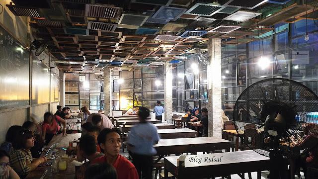 Raden'S Crispy Steak and Spicy Chicken: Bisa Nongkrong Sambil Nostalgia - Lantai 2