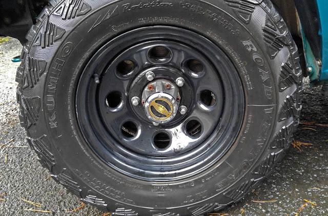 WARN Premium Hubs and Kumho Road Venture KL71 MT Tires