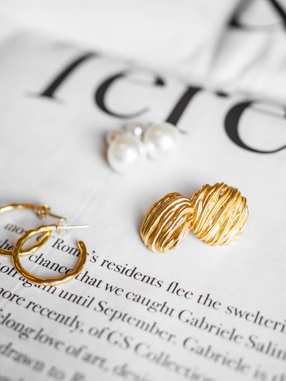 Gold and pearl earrings - Kultaiset korvakorut ja helmikorvakorut