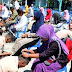Pelajar di Bondowoso Basuh Kaki Ibu Jelang UNBK