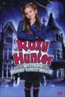 descargar Roxy Hunter y el Misterio del Fantasma en Español Latino
