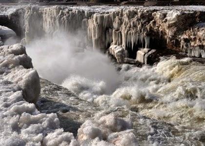 น้ำตกกลายเป็นน้ำแข็งเมืองจีน