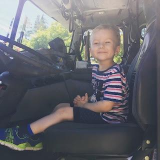 Das Christkind im Feuerwehrauto
