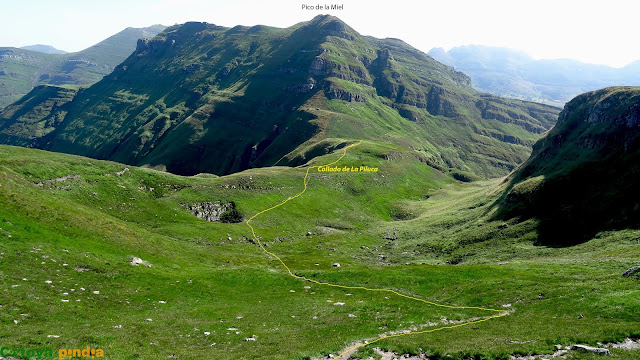 Al fondo el Pico La Miel