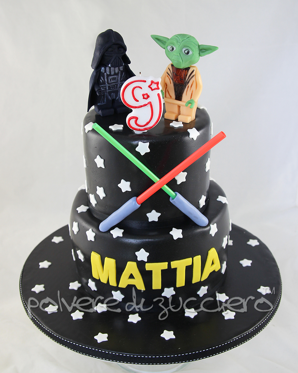 Top Star Wars: torta decorata e cupcakes versione Lego con Yoda e  PB85