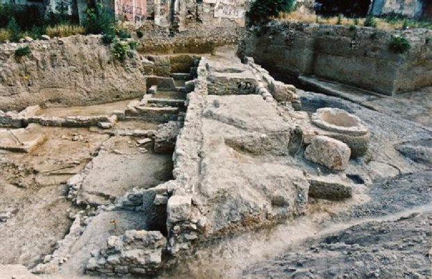Αρχαίοι δρόμοι κάτω από τα πόδια μας