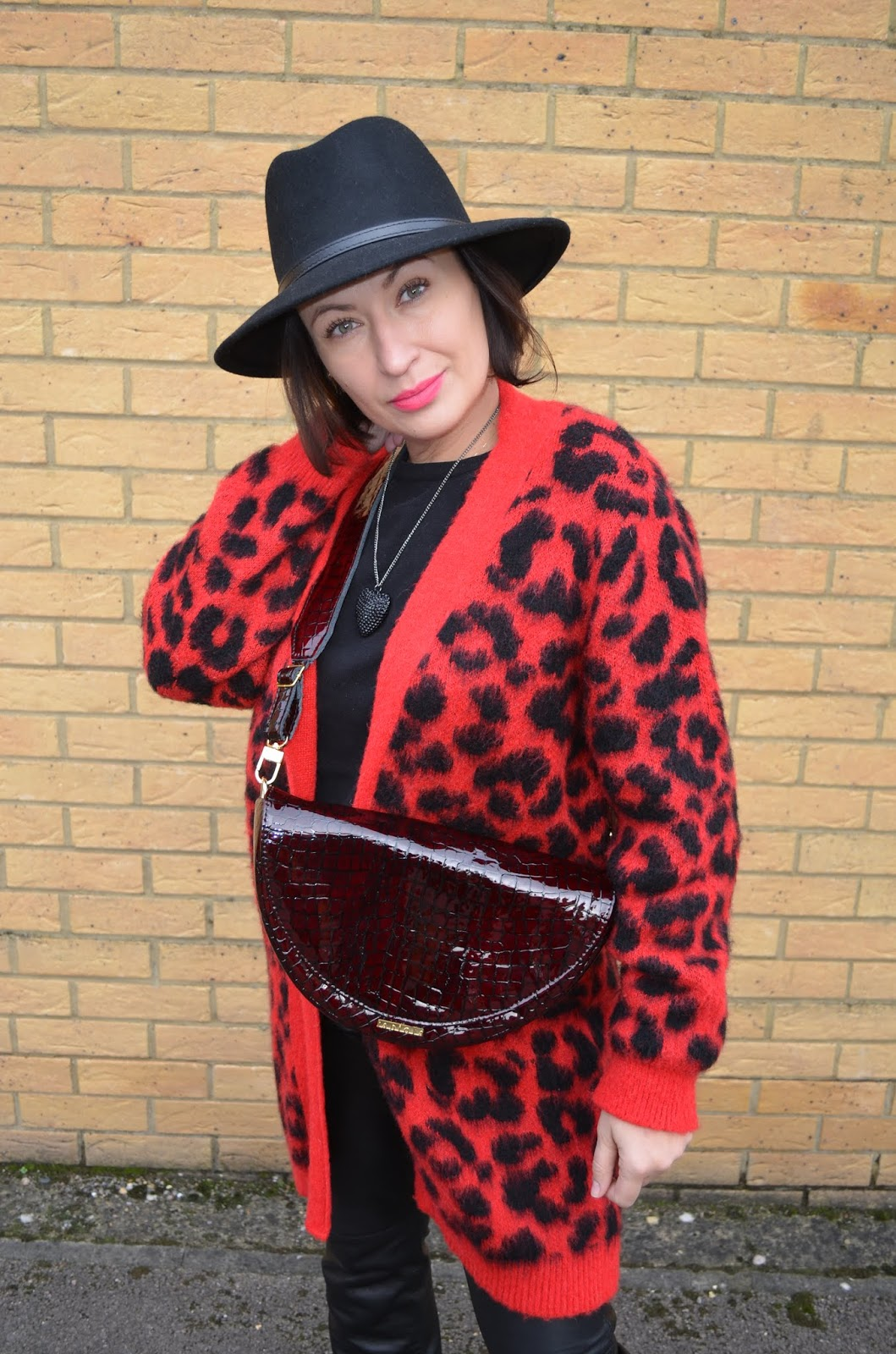 Blogerka Modowa, Blog modowy, Adriana Style Blog, moda po 30-ce, moda, fashion, panterka, skóra, leather, leopard print, black & red, hat, kapelusz, fashion 30+, fabiola bag,