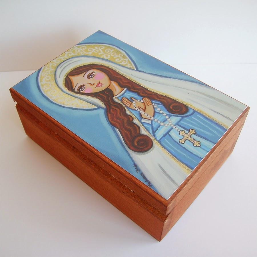 Drewniane pudełko zasuwane szkatułka na biżuterię bibeloty świecidełka bibeloty dla dziewczynki dziecka księżniczka królewna róża kwiaty łąka wróżki wróżka różowe syrenka syrena balonik króliczek lalka obrazek obraz ilustracja prezent upominek na gwiazdkę ozdoba dekoracja bożonarodzeniowa świąteczna szopka Święta Rodzina Jezus Chrystus Boże Narodzenie Maryja Józef betlejemka anioł aniołek śnieg zima gwiazda noc wigilijna