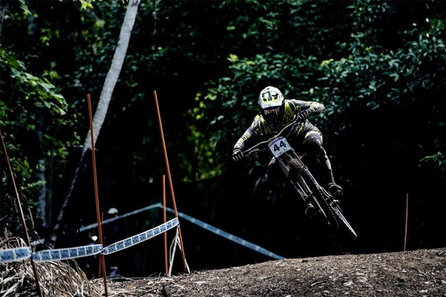 2016 Cairns UCI World Cup Downhill: Practice Highlights
