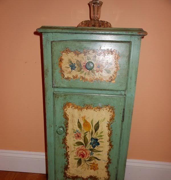 Furniture Find: Vintage Farmhouse: Itty Bitty Furniture Find