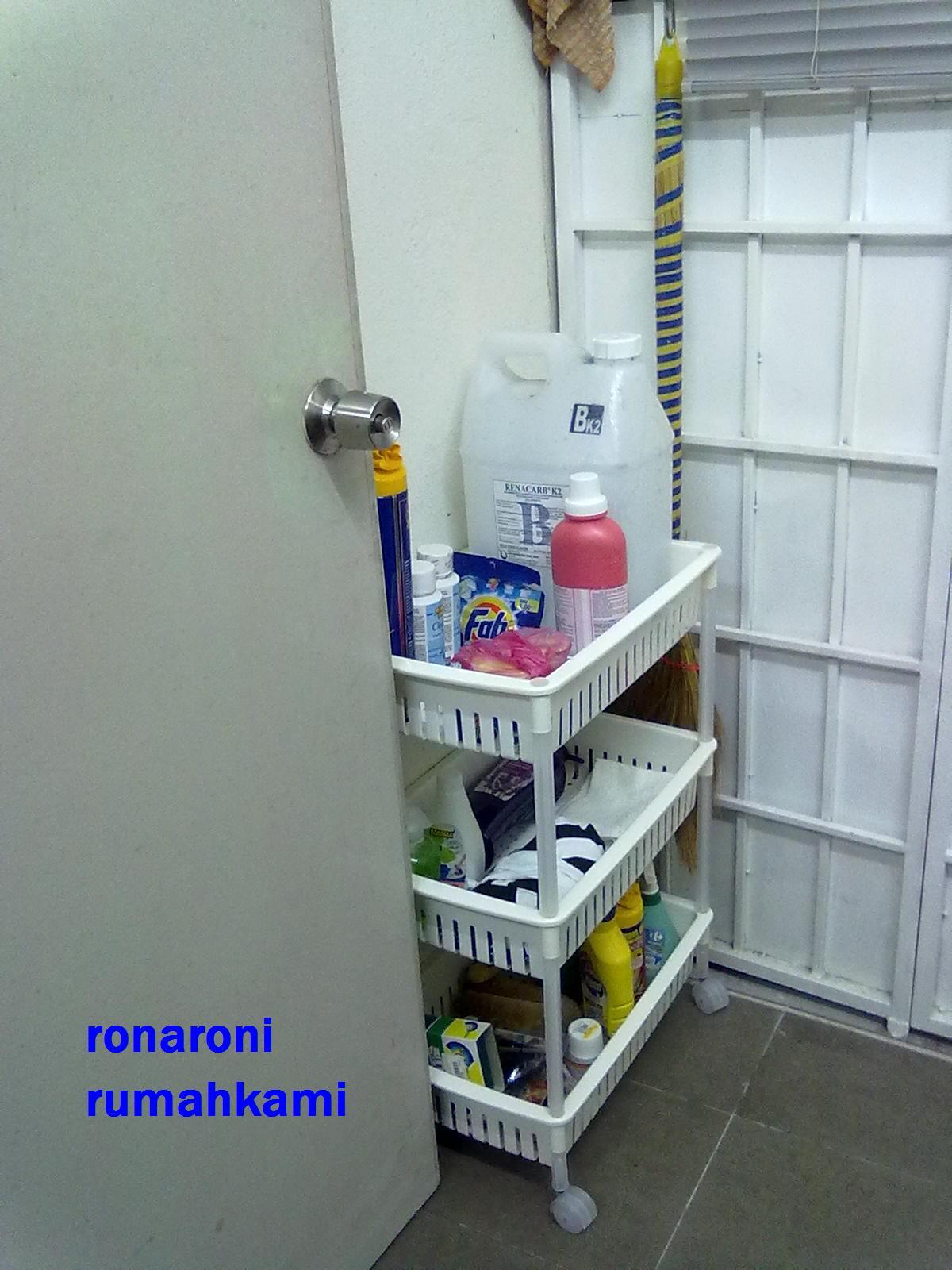 Di Ruang Atas Sekali Saye Letn Sabun Basuh Baju Yang Botol Paling Besar Tu Selalu Org Guna Dobi Ada Letak Juga Clog Remover Dari