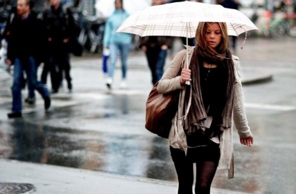 Λέρωσες τα ρούχα σου με λάσπες σήμερα που βρέχει; Δες πώς να τα καθαρίσεις