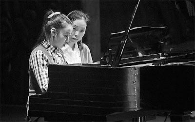 Chuyện về cô bé tự kỷ học chơi piano.