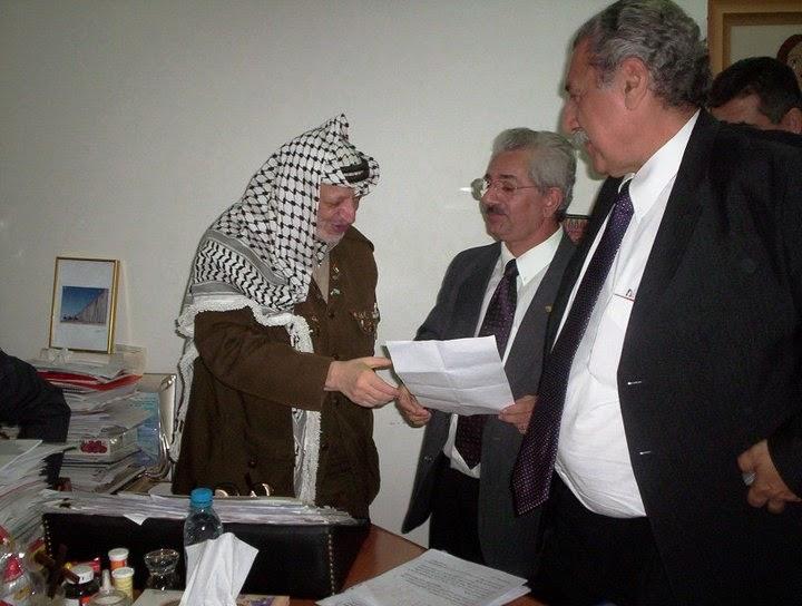 Parlamentares entregam carta a Yasser Arafat